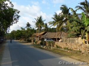 Die Strasse zum Strand von Kuta