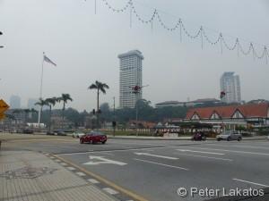 Blick auf den Unabhängigkeitsplatz von Kuala Lumpur im Hintergrund ist der Royal Selangor Club zu sehen