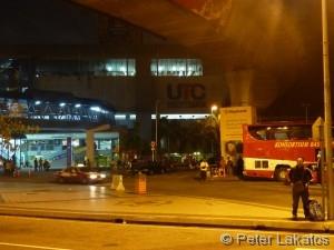 Mülleimer und Busbahnhof