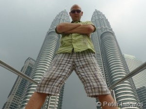 Peter Lakatos vor den Petronas Towers
