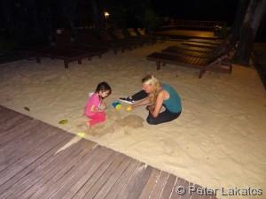 Im Sand buddeln