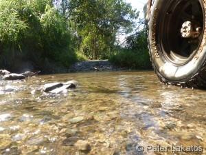 Der Jeep im Fluss