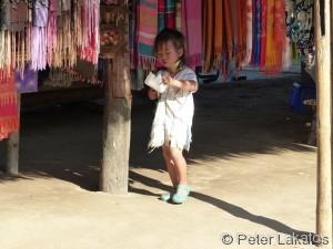 Mit 5 Jahren bekommen Mädchen die Ringe