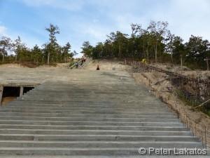 Treppen zum Buddha auf dem Berg