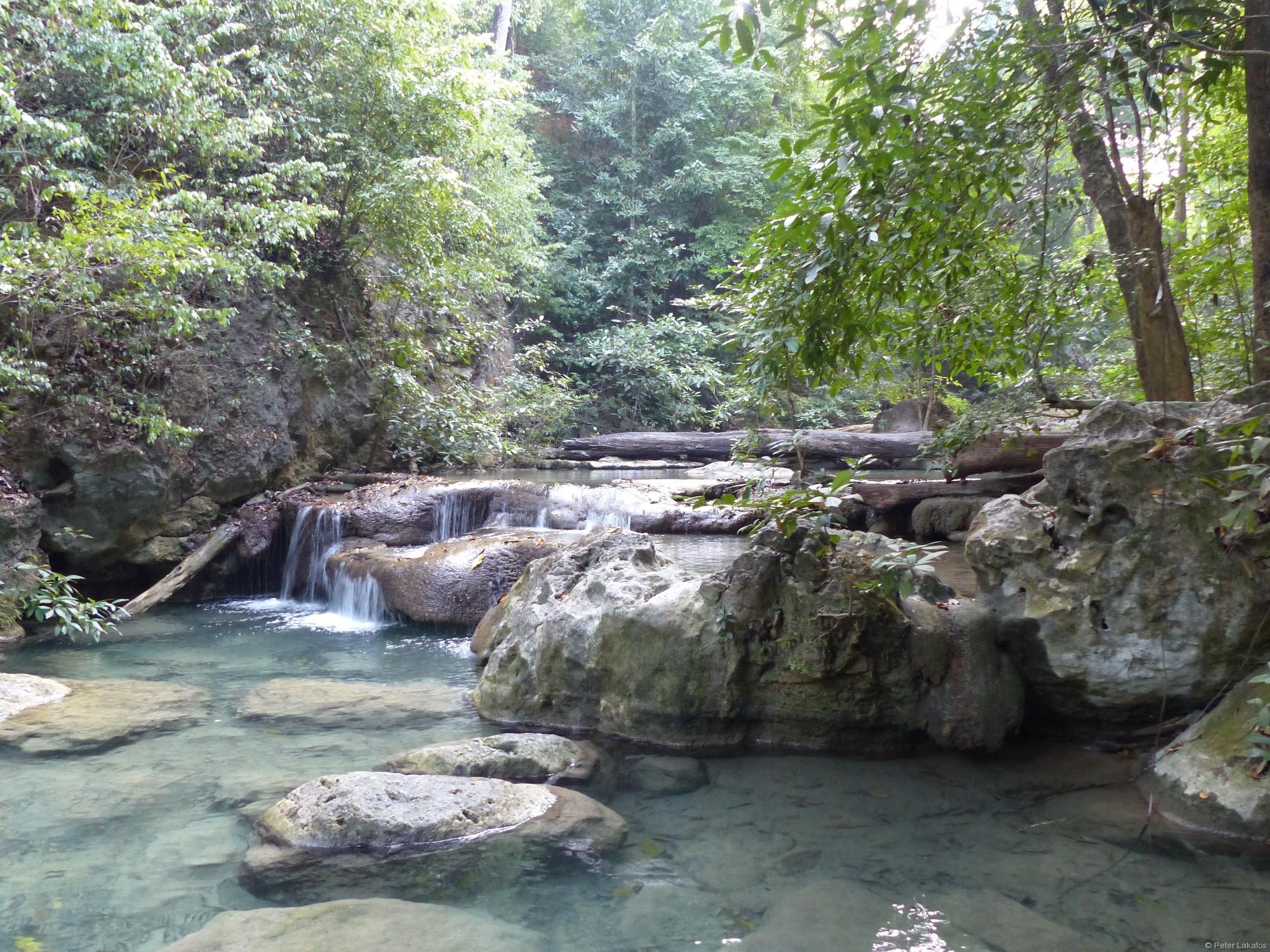 Malerischer Wasserfall im Erawan Nationalpark