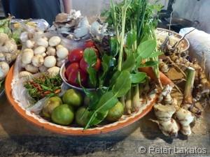 Frisch zubereitete thailändische Köstlichkeiten