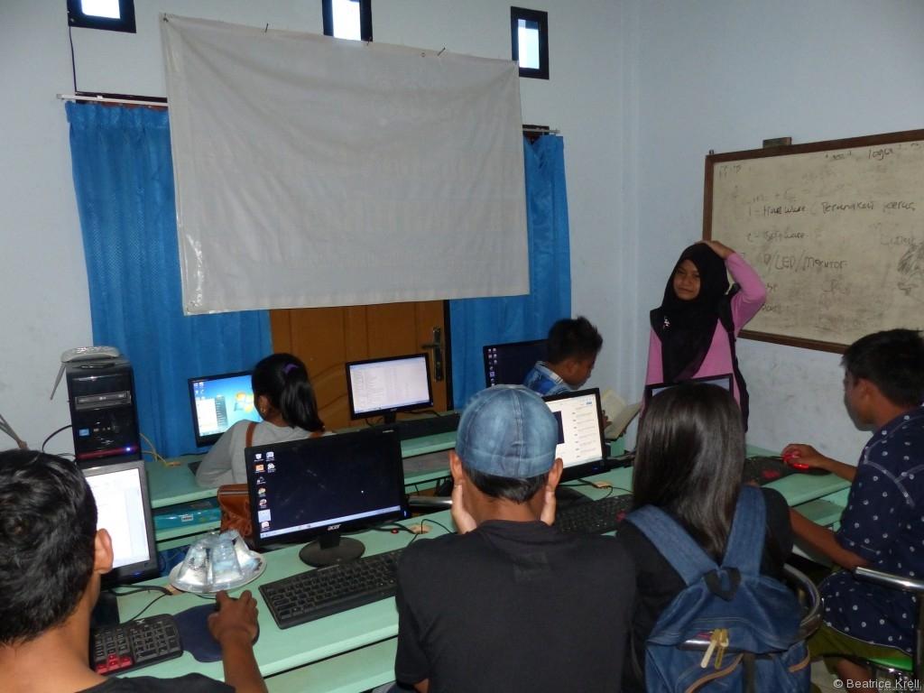 Kinder und Jugendliche beim Lernen