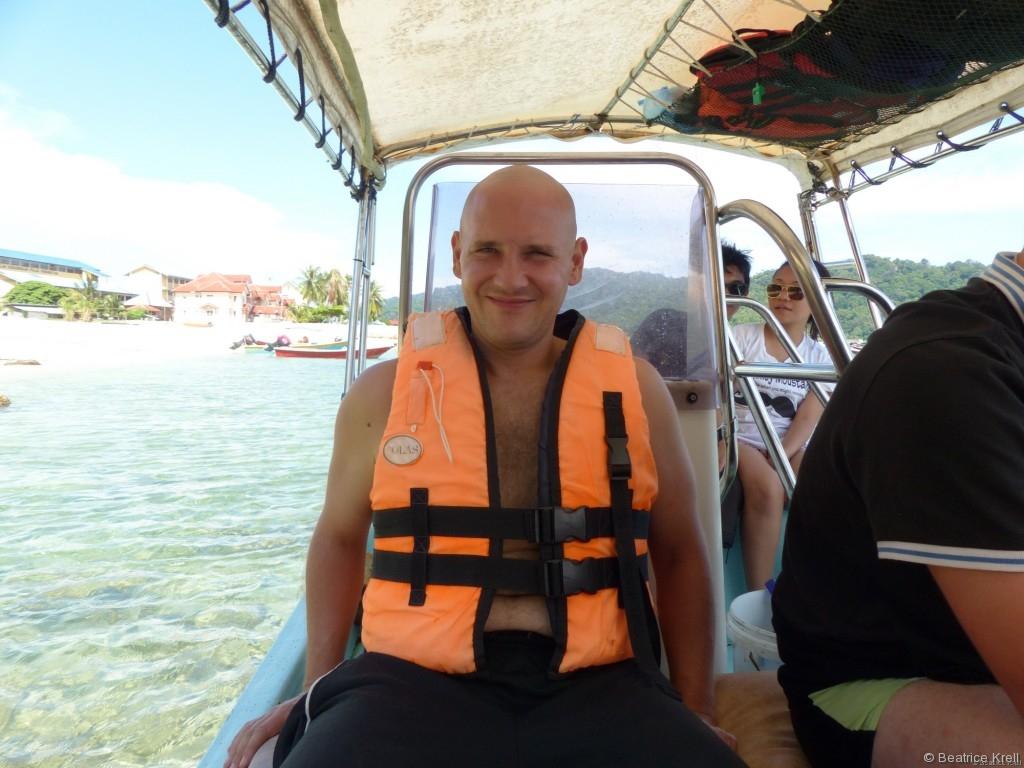 Man bekommt bei jeder Bootsfahrt in Malaysia eine Schwimmweste angeboten.