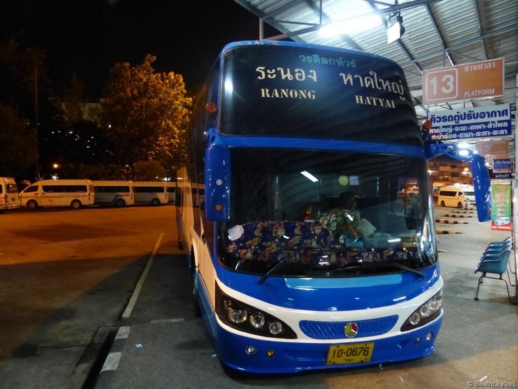 Weiterreise nach Thailand in einem Bus mit Stehplätzen