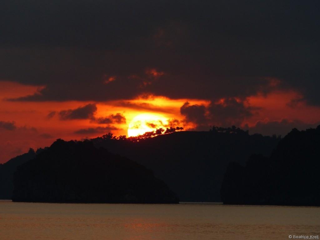 Wunderschöner Sonnenaufgang auf der Fähre nach Koh Samui