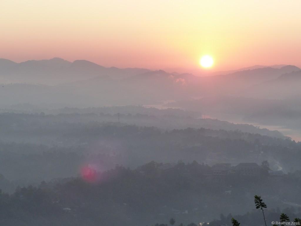 Eine Nebeldecke lag noch über dem Tal.