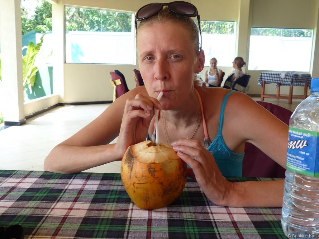Orangene Kokosnuss zum Mittagessen