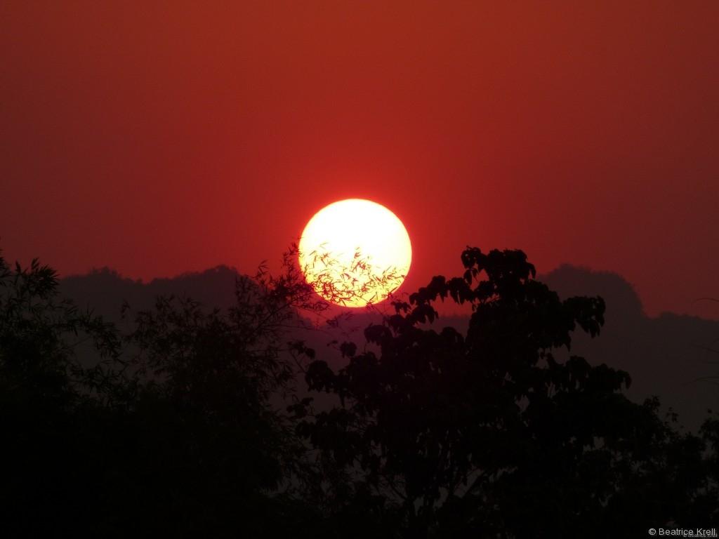 Wunderschöner Sonnenuntergang an einem Ort der schlimmsten Kriegsverbrechen