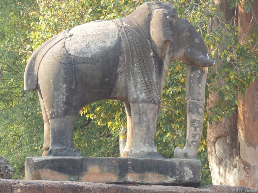 Dann konnte man auch ein Foto von einer Elefantenfigur machen ohne einen Tourist, der darauf herumkletterte.