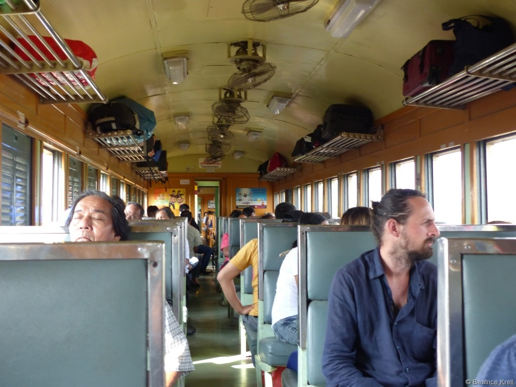 Die Zugwaggons waren innen mit Deckenventilatoren ausgestattet.