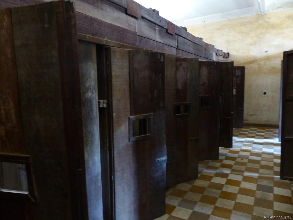 Gefängniszellen in einer ehemaligen Schule