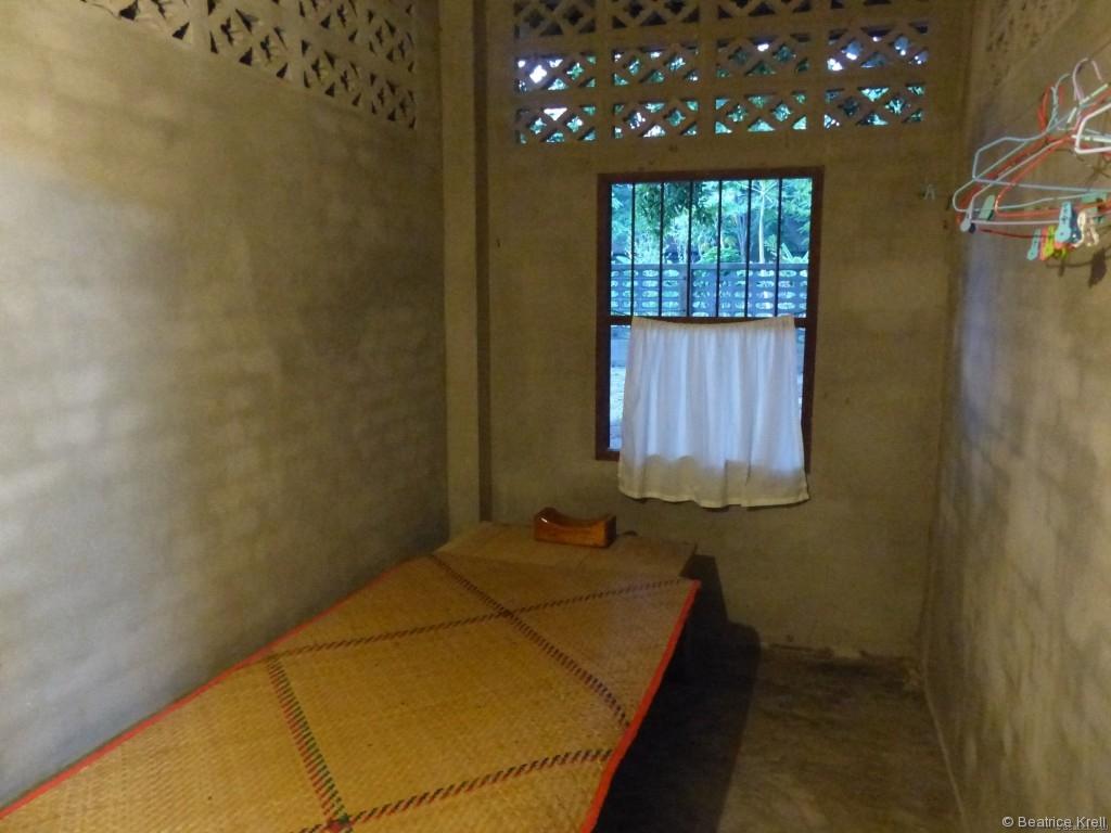Mein Schlafgemach: Bambusmatte als Matratze und Holzblockkopfkissen