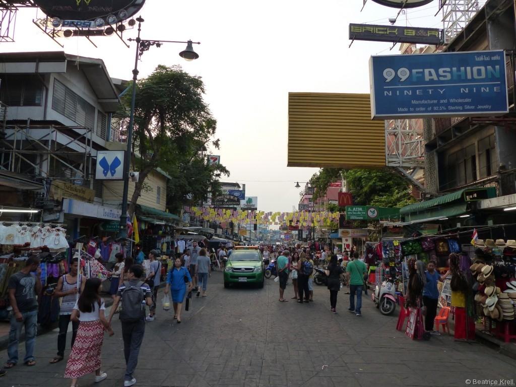 Straßenmärkte gibt es in Asien zahlreiche und diese sind meistens in engen Gassen.