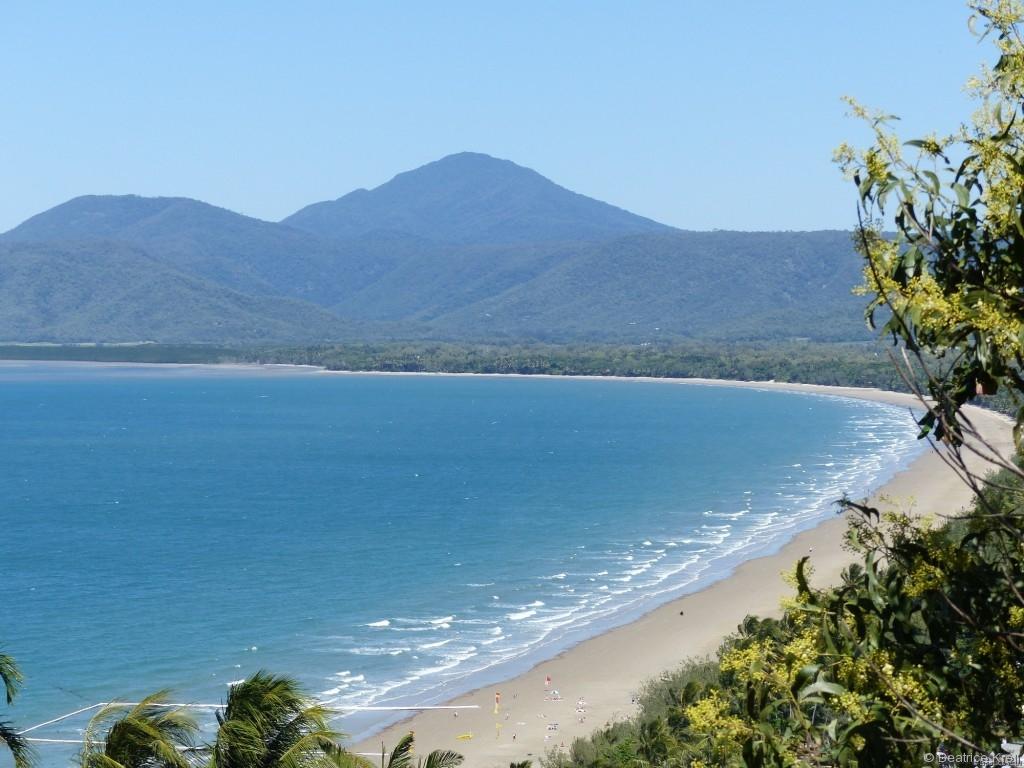 Der Strand von Port Douglas spricht für einen längeren Aufenthalt in der Stadt.