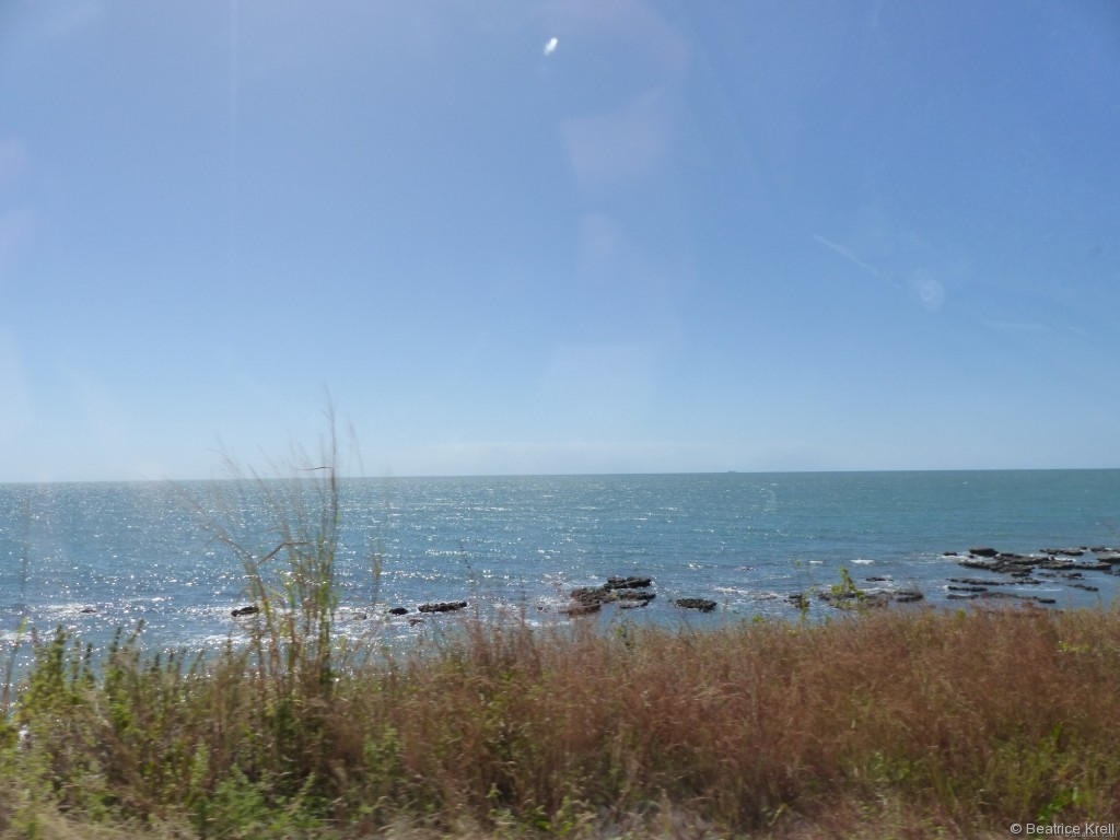 Die Strecke zwischen Cairns und Port Douglas bietet wunderschöne Ausblicke auf das Meer, ...