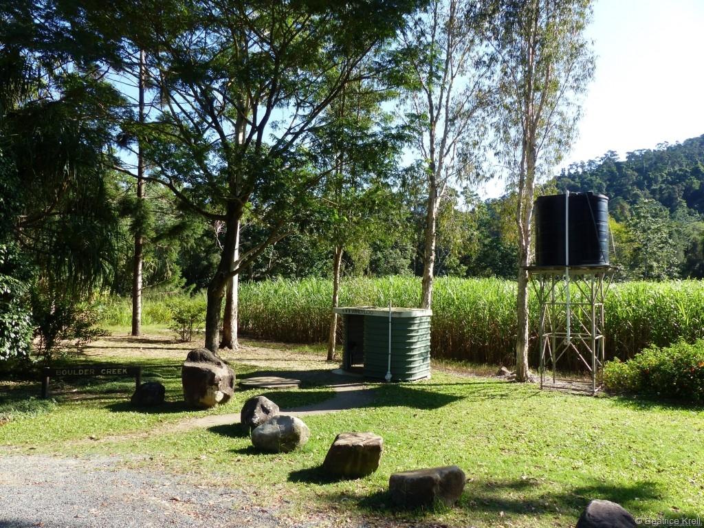 ... wobei unser schräger australischer Camperkollege mehr an der Pipibox namens Windyloo interessiert war.