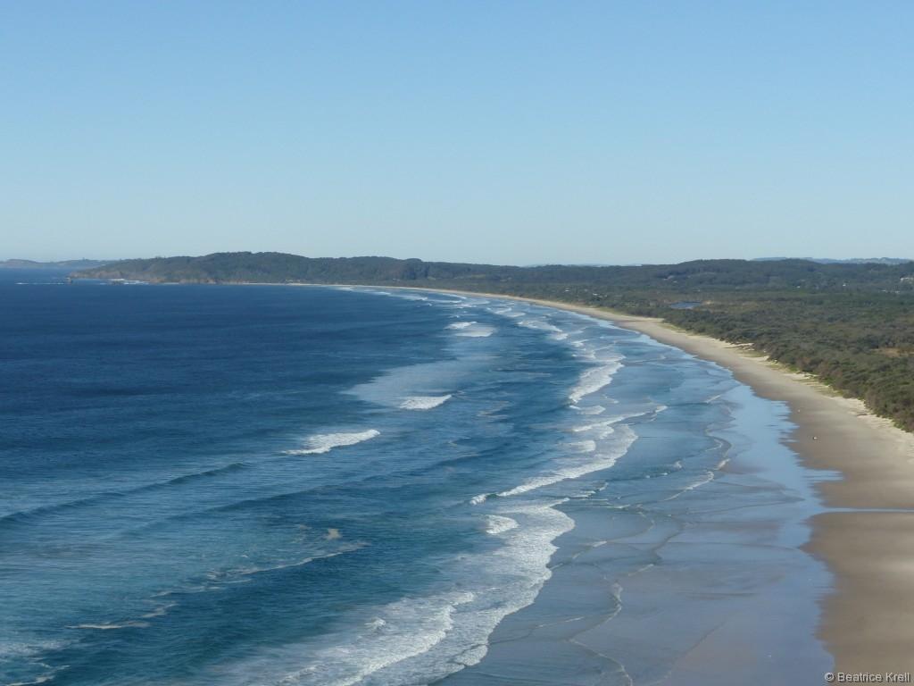 Typisch Australien ... kilometerlange, menschenleere Strände gibt es auch in Byron Bay.