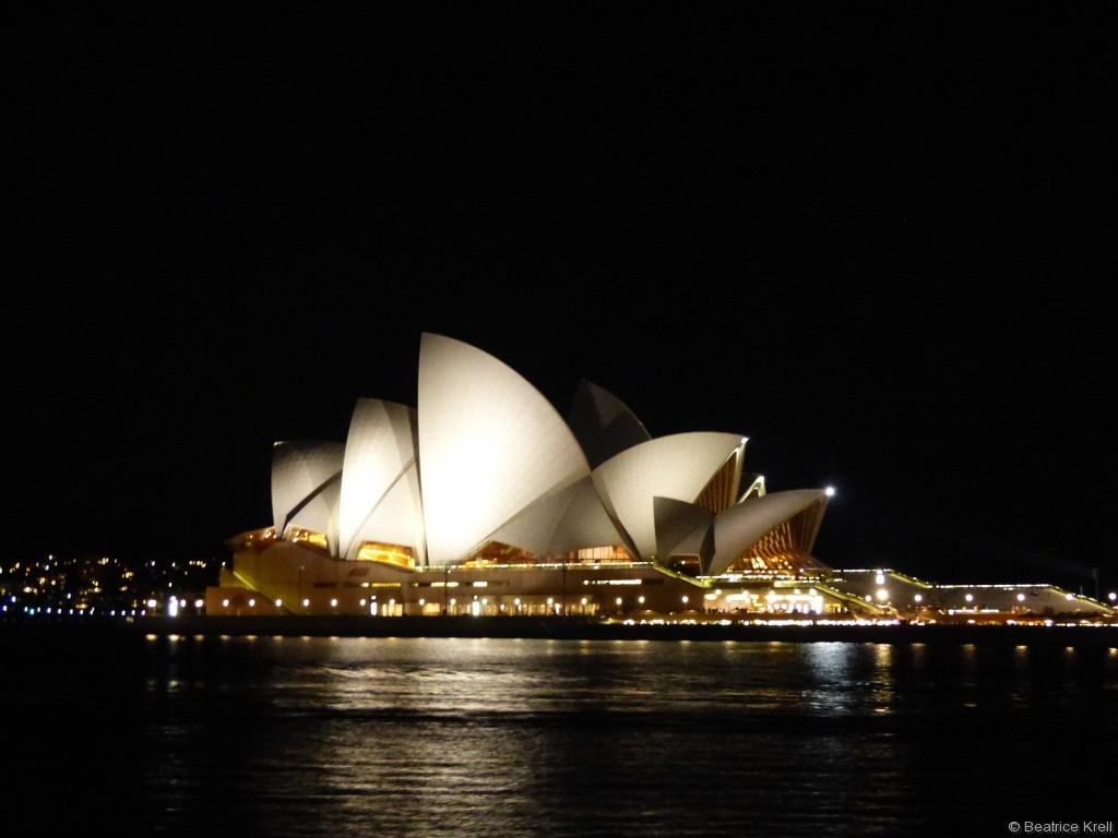 Das Opernhaus ist ebenso ...